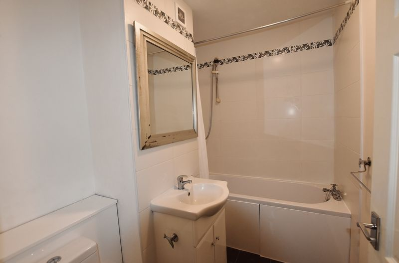2 Bedroom Upper Floor Flat Apartment Or Studio For Sale - Photo 2