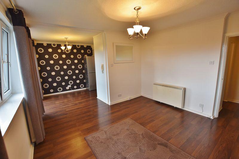 2 Bedroom Upper Floor Flat Apartment Or Studio For Sale - Photo 5