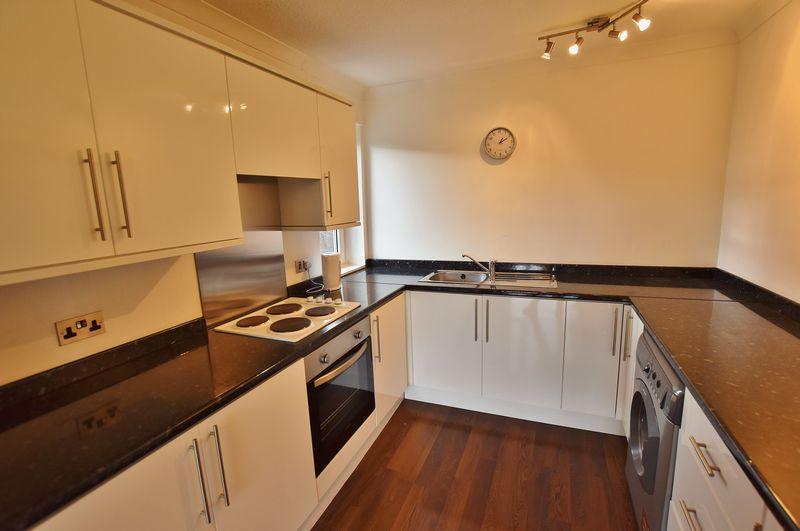 2 Bedroom Upper Floor Flat Apartment Or Studio For Sale - Photo 8