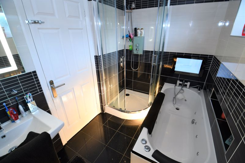3 Bedroom End Terrace House For Sale - Photo 8