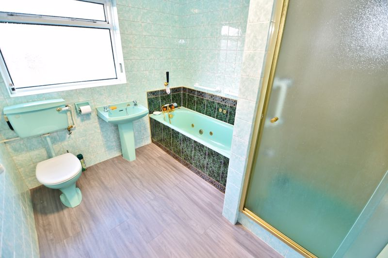 4 Bedroom Detached Bungalow For Sale - Photo 18