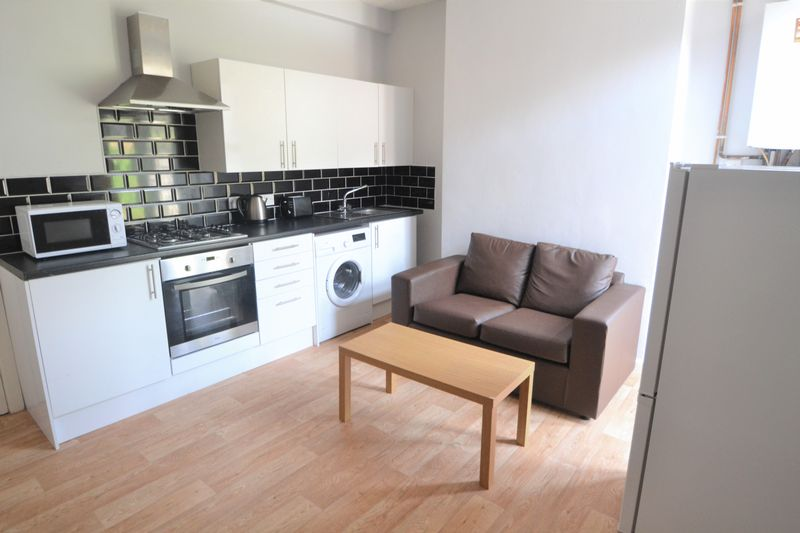 4 Bedroom Terraced House To Rent - Photo 2