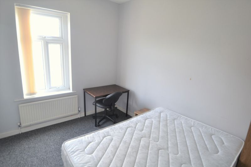 4 Bedroom Terraced House To Rent - Photo 12