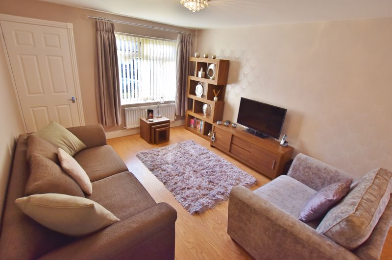 3 Bedroom Detached House For Sale - Photo 6