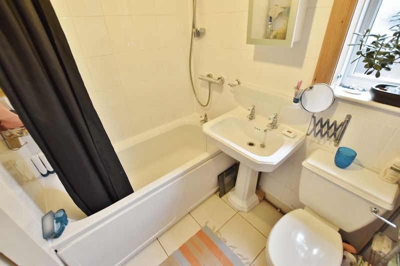 5 Bedroom Terraced House For Sale - Photo 12
