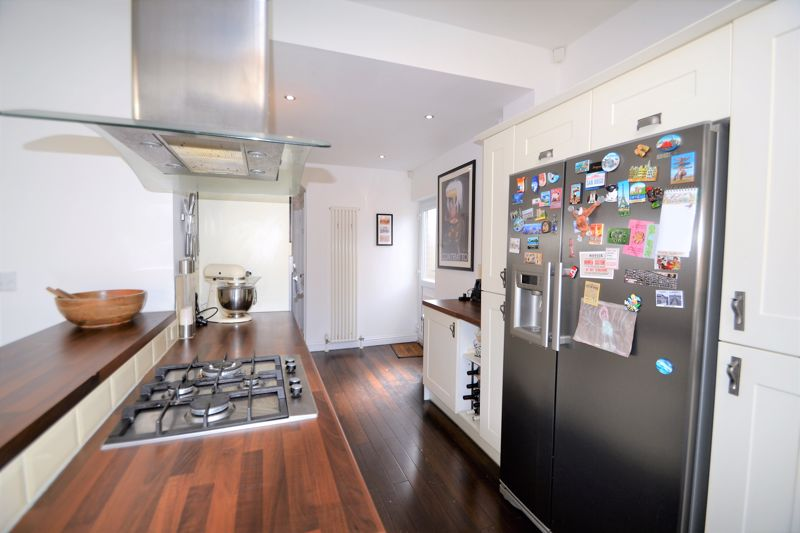 3 Bedroom Semi Detached House To Rent - Photo 8