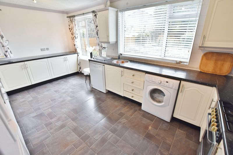 3 Bedroom Detached House For Sale - Photo 9