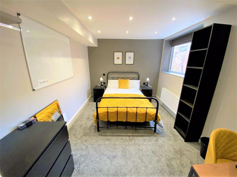 Room 4, 15 Image