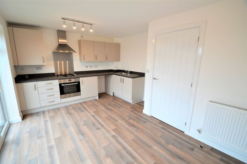 3 Bedroom Semi Detached House To Rent - Photo 7