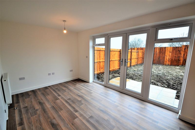 3 Bedroom Undefined To Rent - Photo 10