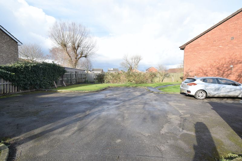 Greylees Avenue, , Hull, East Riding Of Yorkshire, HU6 7YG - Photo 4