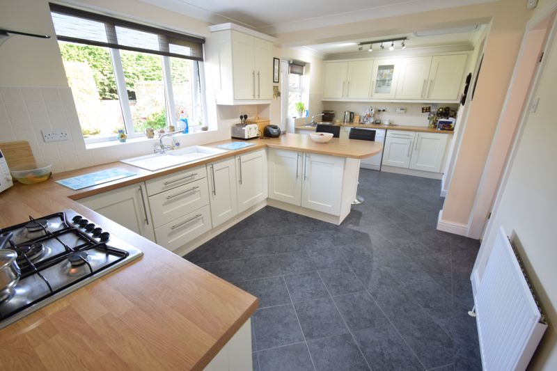 Oaklands Drive, , Willerby, East Riding Of Yorkshire, HU10 6BJ - Photo 3