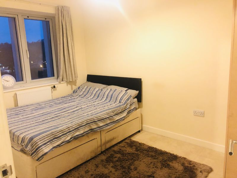 Double room! 20 Russell Hill Road, Purley