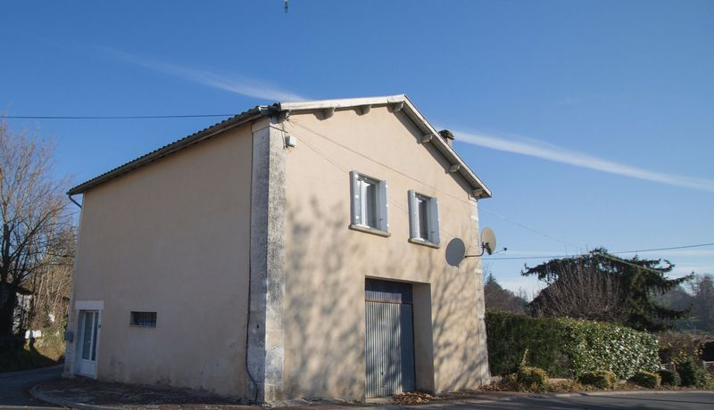 Renovated 2 bed property with garage