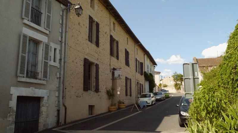 Chambre d'hotes and restaurant AND 22 seat cinema in popular town
