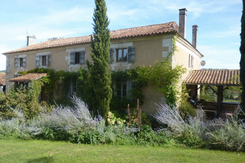 Character farmhouse with outbuildings, land, renovated barn ideal venue  for retreats!