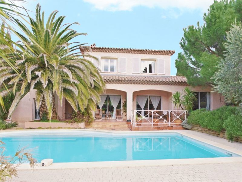 Character villa for sale in the Hérault with a swimming pool & garage