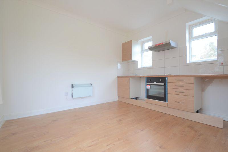 Kitchen/ Living Room(2)