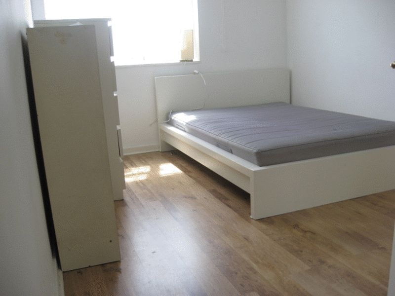 Three Double Bedroom Flat with Lounge- E1