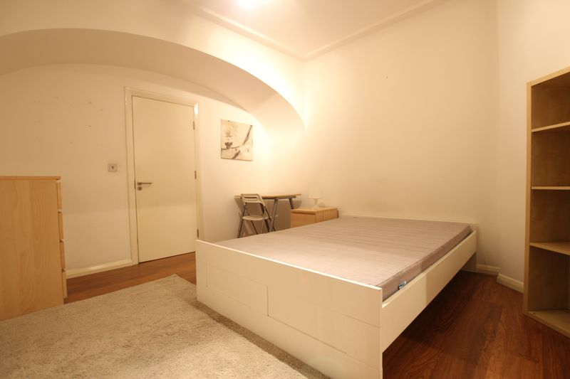 Double Room to Rent in 3 Bed Flat Share- with PRIVATE garden!
