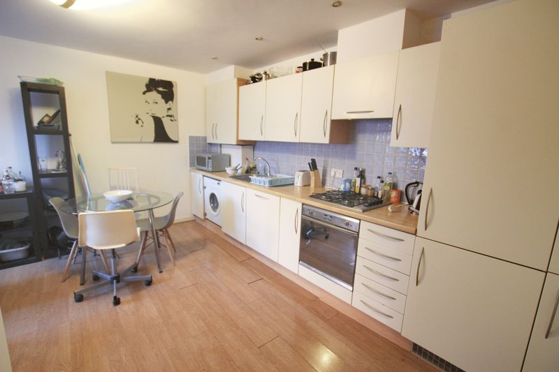 Double Room to Rent in Four Bed House Share - E14
