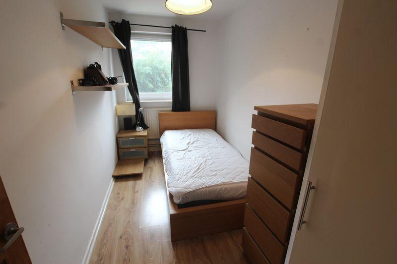 Single room- walking distance to Canary Wharf