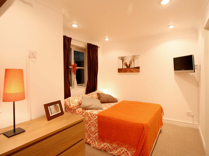 Spacious Double En-suite Room to Rent in House Share