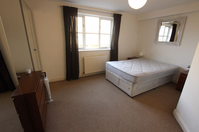 EN-SUITE room to rent - E14