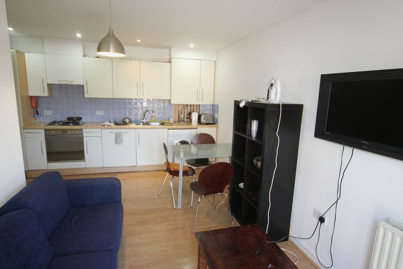Single Room in 4 Bedroom House Share