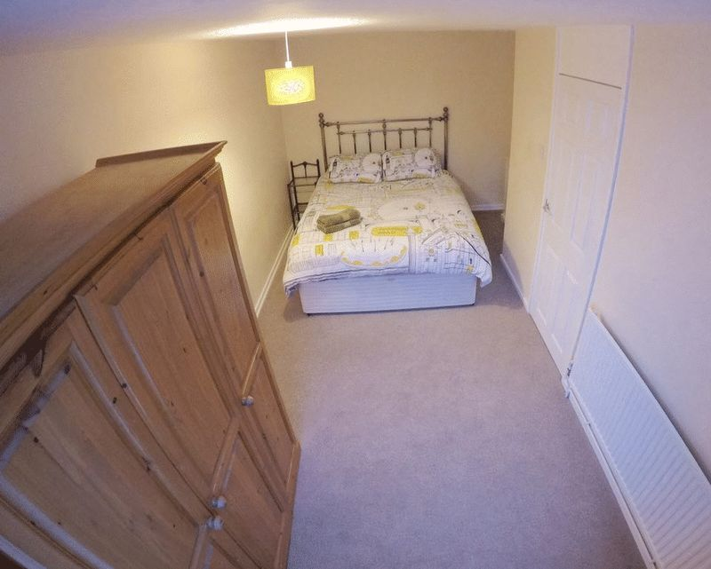 Large double bedroom in friendly house share