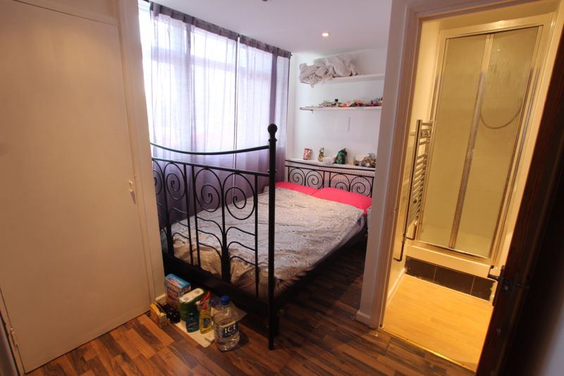 En-Suite Room to Rent in E14!