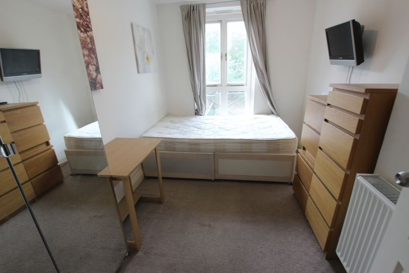 Double Room- House Share in SE16
