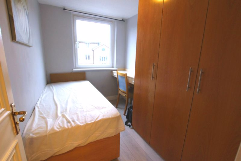 Single Room with Built-In Wardrobes- Wapping
