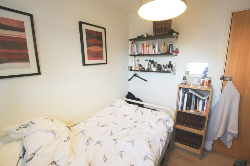 Single Room to Rent in 4 Bed House Share - E14