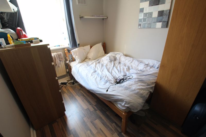 Double Room in Flat share, E14