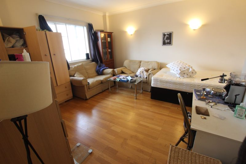 Large Double Room - Belvedere Road, SE1
