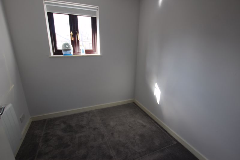 Single Room to Rent in Four Bed House Share - E14