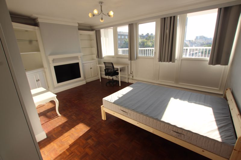 Four Bedroom Flat in Wapping
