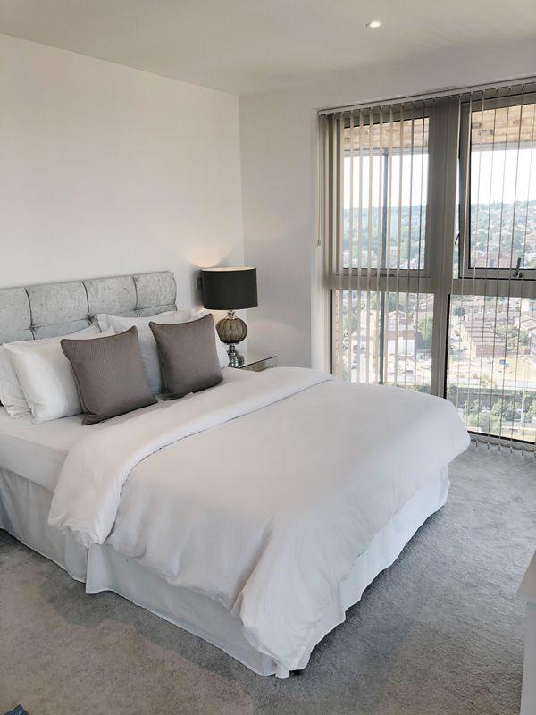 Huge EN-SUITE Master Bedroom!