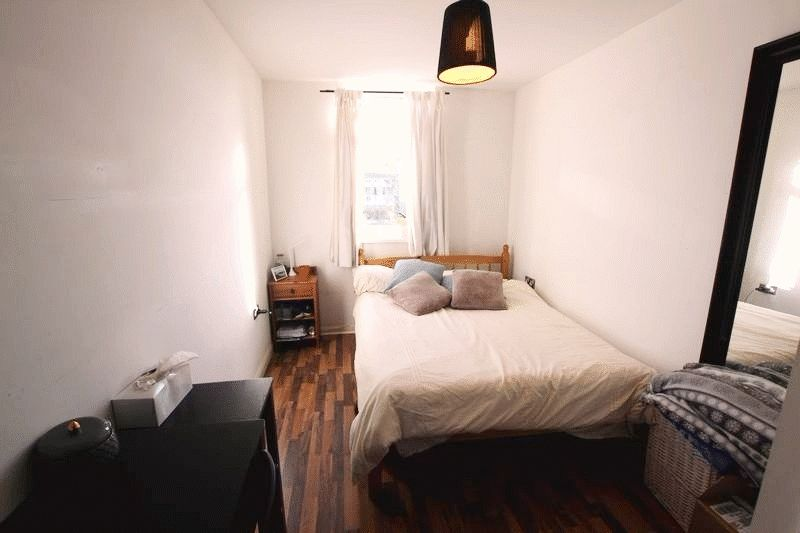 Double Room to Rent in 4 Bed Flat Share - E14